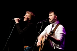 Charles Blyth & Sam O_Hanlon (l-r) in The Simon & Garfunkel Story. Photo by Jacqui Wilson 0342